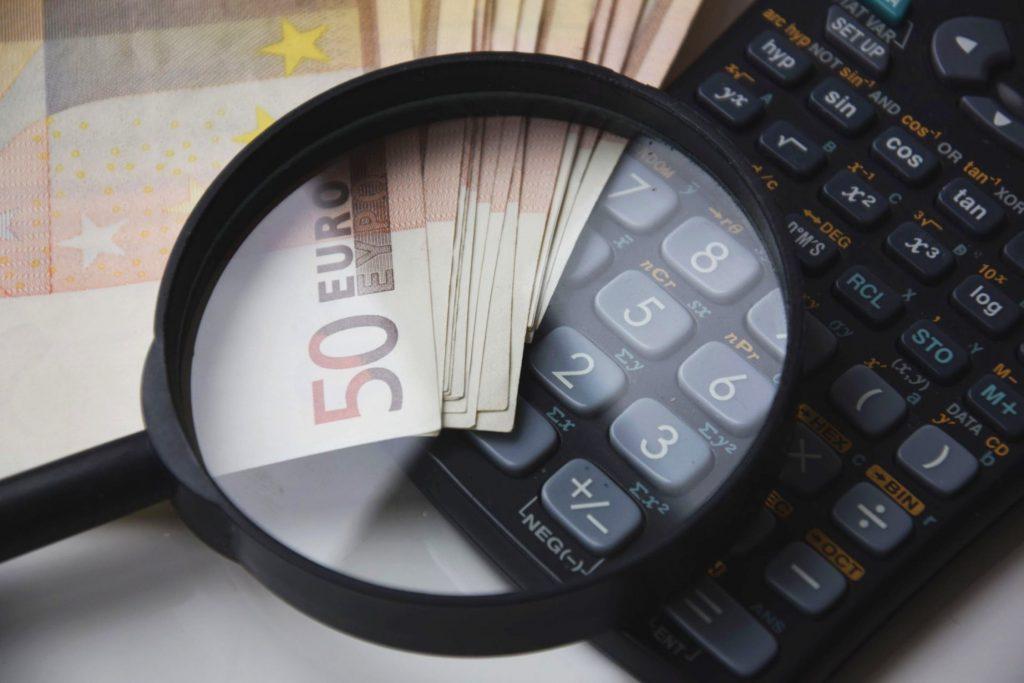 L'étude de la CLCV sur l'assurance-vie pour 2018 est alarmiste : elle révèle une baisse des taux de rendement mais aussi du pouvoir d'achat des épargnants.