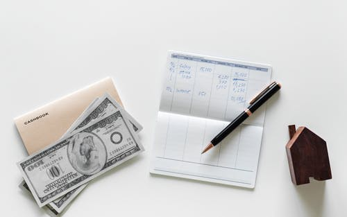 Les commissions versées aux agences immobilières lors de la vente d'un bien dans le cadre d'une succession ne sont pas déductibles des droits de succession.