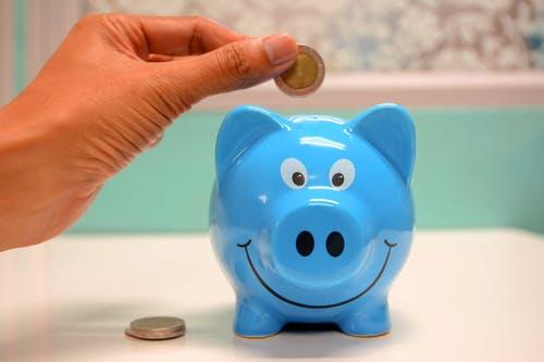 Le PFU s'applique depuis 2018 aux produits d'épargne, simplifiant ainsi la fiscalité de produits comme l'assurance-vie, le PEA ou le compte-titres