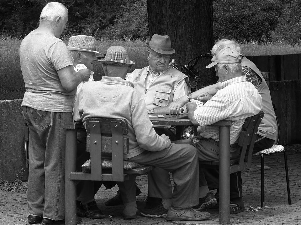 La création d'un système de retraite universel, la revalorisation des pensions modestes et du minimum vieillesse font partie des changements attendus en 2020.